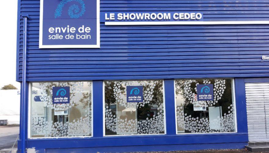 Décoration vitrine avec adhésif découpé et adhésif plein imprimé Caen