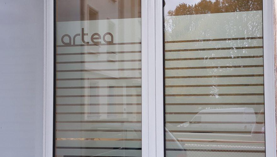 Habillage adhésif dépoli avec découpe logo pour locaux professionnels CAEN