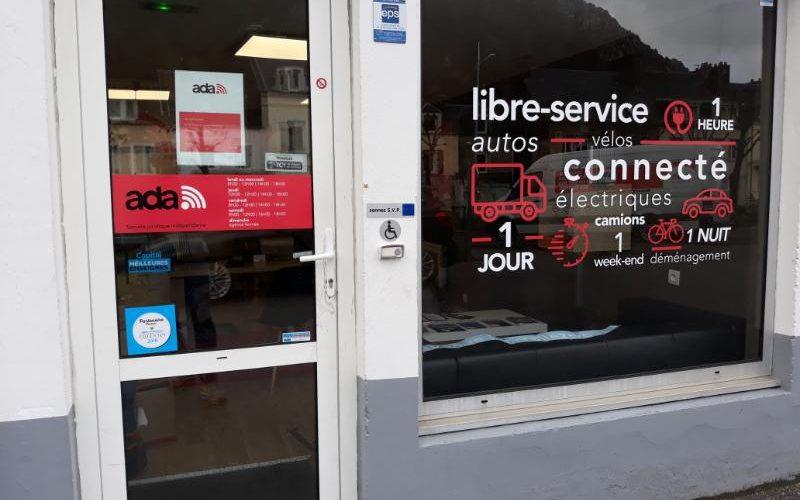 Décoration vitrine lettres adhésives découpées Cherbourg
