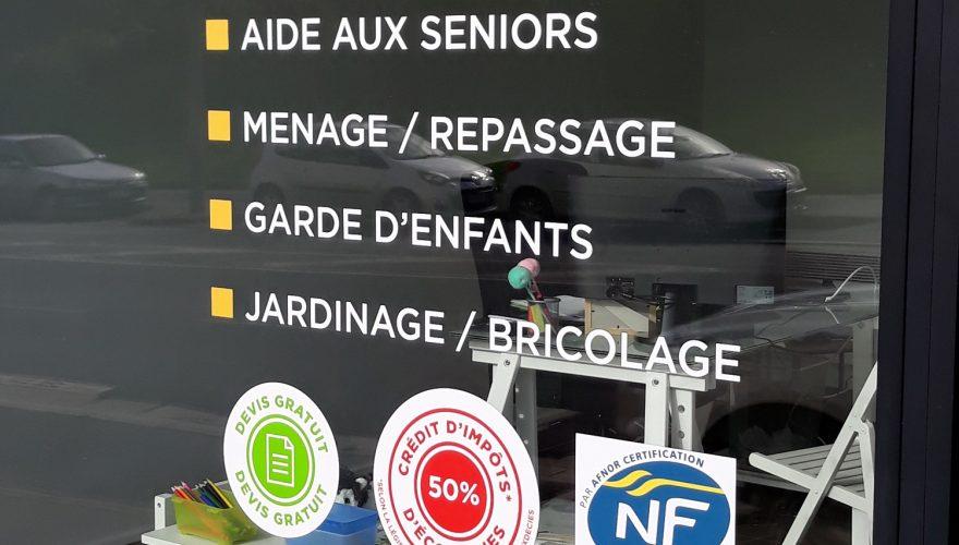 Marquage vitrine lettres adhésives découpées et impression numérique. CAEN