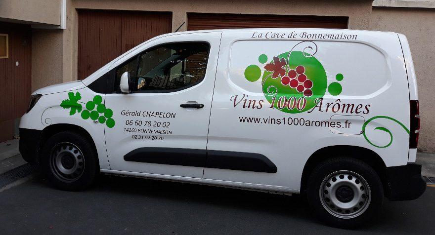 Décoration véhicule de livraison, adhésif polymère deux couleurs formes et lettres découpées à Bonnemaison