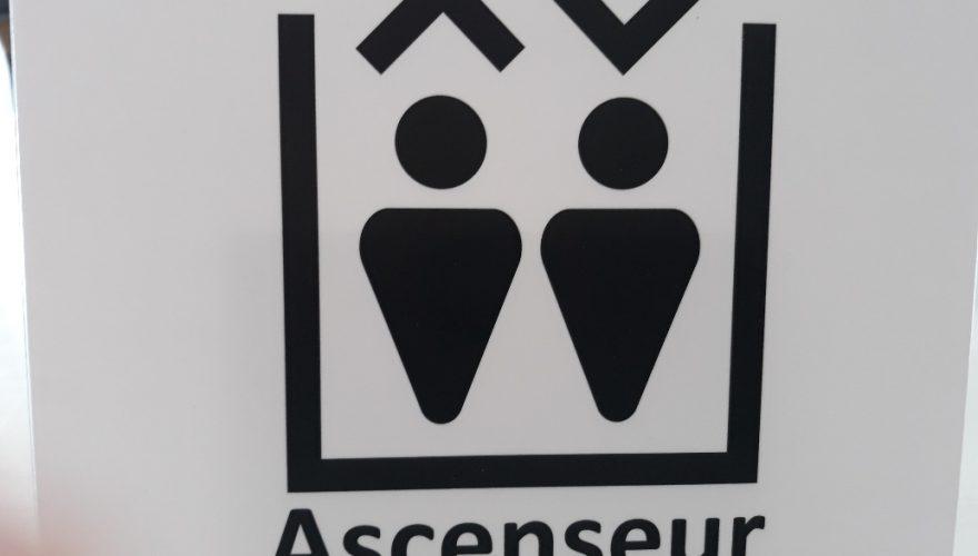 Signalétique réglementaire ascenseur Bayeux