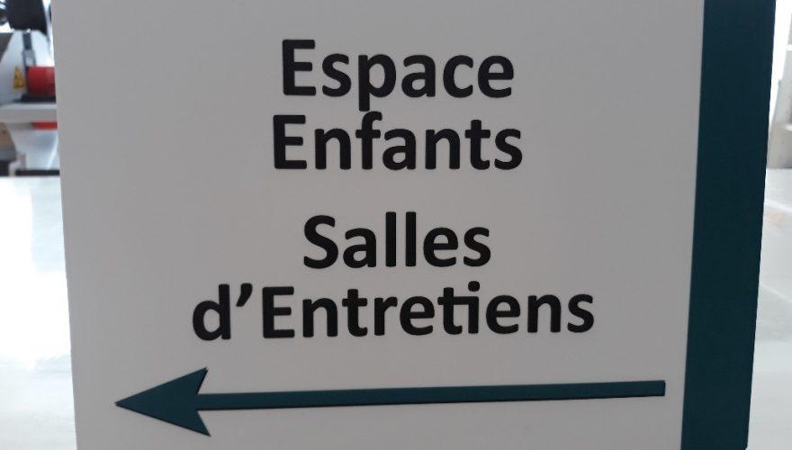 Panneau mural directionnel en Alupanel 3 mm impression numérique et lamination mate Bayeux