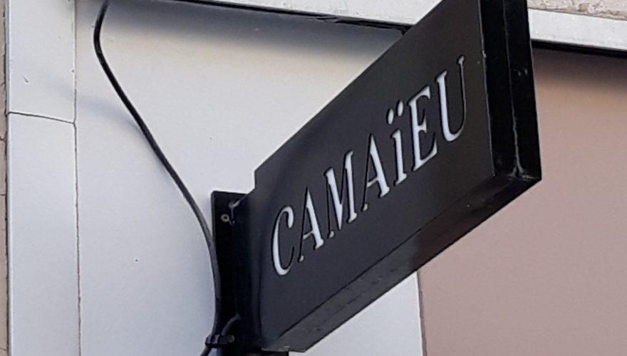 Enseigne drapeau lumineuse Caen